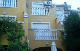Coastal townhouses for sale in Valencia. Townhouse of 4 bedrooms with communal pool, chimney and terrace in Denia