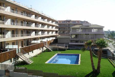 Apartments with pools for sale in Costa del Maresme. Magnificent flat with a garden and swimming pool, private terrace, just at 2 minutes to the beach!