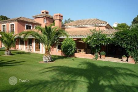 6 bedroom houses for sale in Buron. KINGS & QUEENS — Villa near the forest in Sotogrande Bajo
