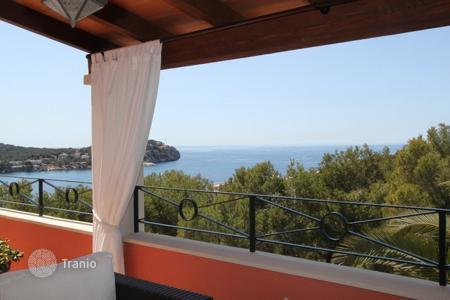 Coastal property for sale in Majorca (Mallorca). Villa – Calvia, Balearic Islands, Spain
