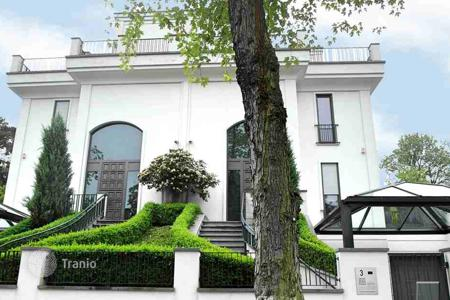 Luxury houses for sale in Berlin. Luxury mansion with high-class furnishing, terraces and park. Top location near Koenigssee, Berlin-Grunewald