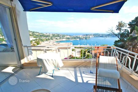 Cheap property for sale in Côte d'Azur (French Riviera). Spacious 2 bedroom apartment with terrace and panoramic sea view in Villefranche-sur-Mer, France