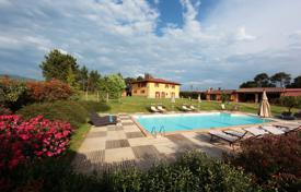 6 bedroom villas and houses to rent in Arezzo. Villa – Arezzo, Tuscany, Italy