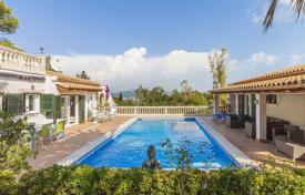 Houses with pools for sale in Majorca (Mallorca). Furnished villa near Alcudia, Mallorca, Spain. Guest house, panoramic views of the bay and the mountains, terraces. High rental potential!