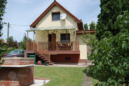 Residential for sale in Cserszegtomaj. Constantly maintained summer house with vineyard and orchard near Hévíz and Keszthely