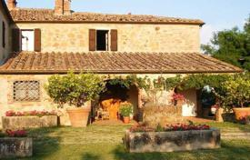 5 bedroom houses for sale in Trequanda. Ancient two-storey villa in Trequanda, Tuscany, Italy