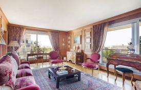 Luxury 2 bedroom apartments for sale in Paris. Paris 16th District – A superb over 200 m² apartment. Prestigious Avenue Foch.