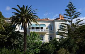 Luxury houses with pools for sale in Liguria. Ancient villa with pool, large garden near the beach in San Remo, Liguria