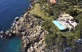 Coastal houses for sale in Balearic Islands. Villa – Balearic Islands, Spain