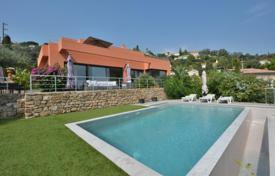 5 bedroom houses for sale in Côte d'Azur (French Riviera). Golfe Juan — Magnificent villa with infinity swimming pool
