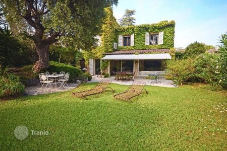 3 bedroom houses for sale in Villeneuve-Loubet. Villa – Villeneuve-Loubet, Côte d'Azur (French Riviera), France