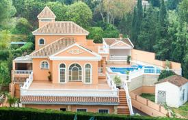 Spacious villa with a large plot, a swimming pool, a barbecue, a Jacuzzi and terraces, Mijas, Spain for 690,000 €