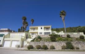 Houses with pools for sale in Setubal. House with 190 m² + annex 44 m² with bedroom and bathroom. Land 1.000 m²