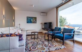 3 bedroom apartments for sale in Croatia. Two-level penthouse with two terraces, three parking lots in the garage under the house, prestigious district, 100 m from the beach, Split