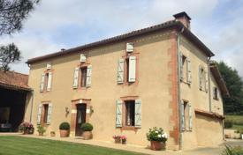 4 bedroom houses for sale in Occitanie. Well maintained villa with outbuildings and views of Pyrenees mountains, 15 minutes drive from Boulogne-sur-Gesse, Occitania, France