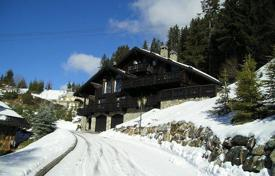5 bedroom villas and houses to rent in Meribel. Chalet with sauna next to the ski track in the resort of Meribel, France