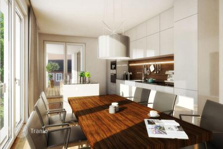 3 bedroom apartments for sale in North Rhine-Westphalia. Modern apartment with a balcony overlooking the harbor and the Rhine region Carlstadt, Düsseldorf