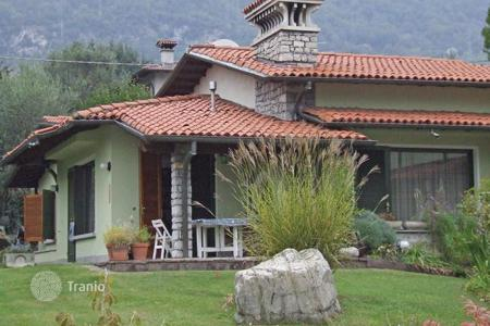 2 bedroom houses by the sea for sale in Italy. Villa - Lake Como, Lombardy, Italy