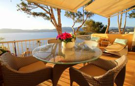 Apartments with pools for sale in Santa Ponsa. Elite three-bedroom apartment with a terrace and a private garden near the beach in Santa Ponsa, Mallorca, Spain