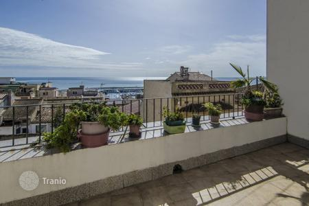 Townhouses for sale in Costa del Maresme. Terraced house – El Masnou, Catalonia, Spain