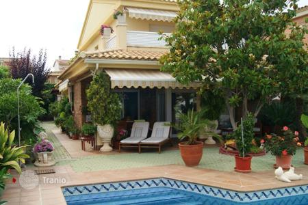 3 bedroom villas and houses to rent in Costa Dorada. Villa – Calafell, Catalonia, Spain