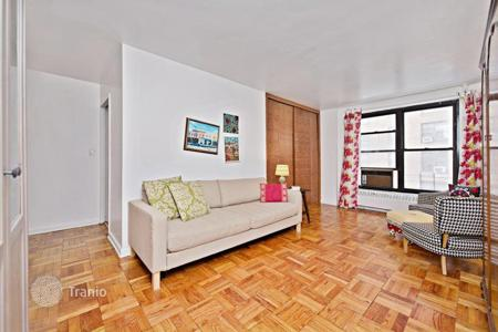 Apartments to rent in Brooklyn. Clinton Hill Coops Great Deal One Bedroom