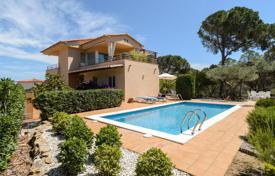 4 bedroom houses for sale in Gerona (city). Comfortable villa with a pool, a garden and a sea view, Pals, Spain