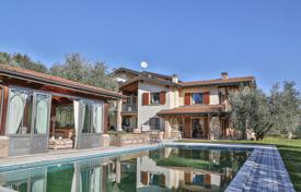 Luxury 5 bedroom houses for sale in Italian Lakes. Prestigious Villa a few steps from the lake