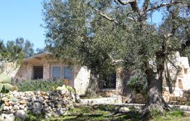 Residential for sale in Apulia. Stone villa in Mediterranean style with a panoramic sea view near the beach of Pescoluse, Salve, Italy