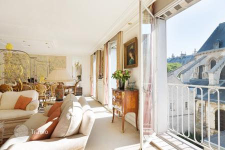 Luxury 2 bedroom apartments for sale in Paris. Paris 6th District- In world-famous Saint-Germain-des Prés,