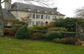 Chateaux for sale in France. Historical mansion with a beautiful garden and a swimming pool, 15 minutes drive from Tarbes, France