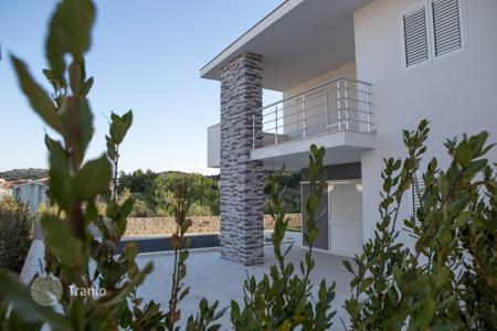 Coastal residential for sale in Murter. Apartment 50m from the sea with pool