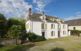 Property for sale in Pas-de-Calais. Historic cottage with a garden, a dovecote and a stable, overlooking the mountains, 20 minutes drive south from Pau, Pas-de-Calais, France