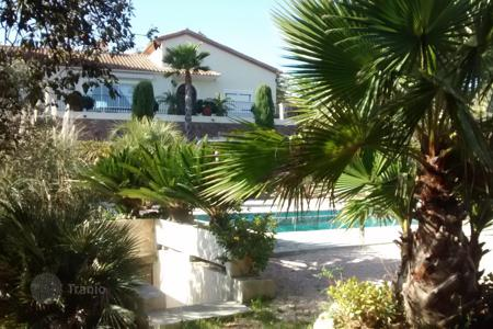 Property to rent in Sainte-Maxime. Villa – Sainte-Maxime, Côte d'Azur (French Riviera), France