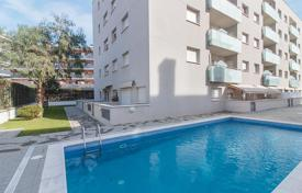 Apartments with pools for sale in Lloret de Mar. Flat for sale in Lloret de Mar with a swimming pool and a garden