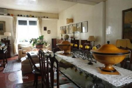 4 bedroom apartments for sale in Florence. Spacious apartment with two balconies and a solarium, Florence, Italy