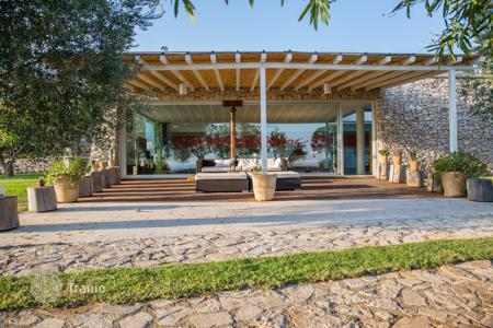 Houses with pools for sale in Apulia. Spacious villa with a swimming pool, Santa Maria di Leuca, Italy