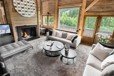 Chalets for rent in Megeve. Chalet with a pool, a jacuzzi and a private night club with a bar, in a quiet district, near the ski lifts, Megeve, France