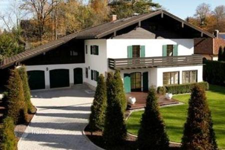 6 bedroom houses for sale in Germany. Traditional villa in a respectable suburb of Munich, in Grünwald