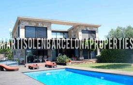 4 bedroom houses by the sea for sale in Costa del Garraf. Villa – Sitges, Catalonia, Spain