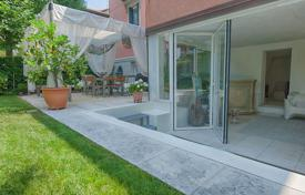 Comfortable apartment with a private garden and a veranda, Venice, Italy for 1,400,000 €
