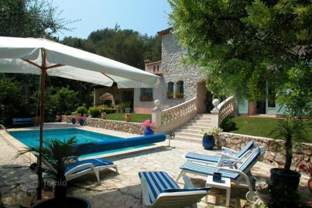 Property to rent in Menton. Villa – Menton, Côte d'Azur (French Riviera), France