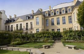 Property for sale in Ile-de-France. Paris 3rd District – A near 200 m² apartment in a listed private mansion