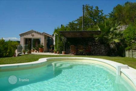 Residential to rent in Le Cannet. Villa - Le Cannet, Côte d'Azur (French Riviera), France