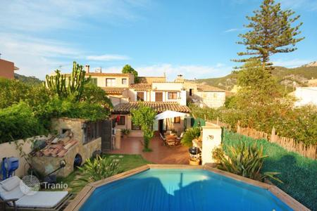 Townhouses for sale in Andratx. Terraced house – Andratx, Balearic Islands, Spain