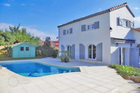 Coastal residential for sale in Le Cannet. Villa – Le Cannet, Côte d'Azur (French Riviera), France