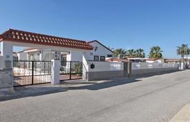Cheap houses with pools for sale overseas. San Fulgencio. Villa of 190 m² built with 800 m² plot.