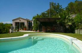 Villas and houses to rent in Le Cannet. Villa – Le Cannet, Côte d'Azur (French Riviera), France