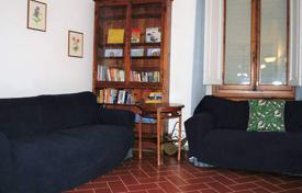 3 bedroom apartments for sale in Florence. Five-room renovated apartment in Florence, Tuscany, Italy