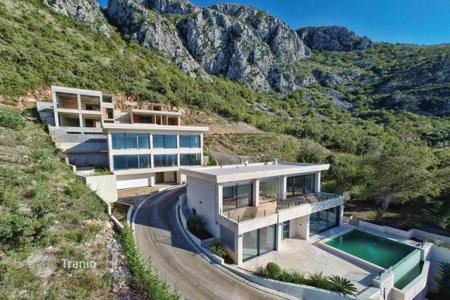 Houses with pools for sale in Montenegro. The villa with its own infinity pool in the Tudorkovichi (Blizikuce), Budva